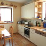 Küche mit Essecke Gäste-WC im EG